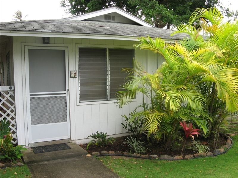 Kailua BeachWalk Cottage for four, detached, with private entrance.