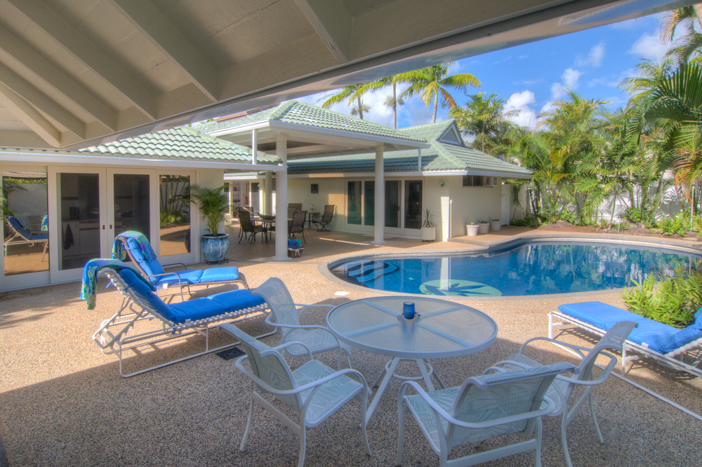 Covered area of pool deck in Kahala vacation home